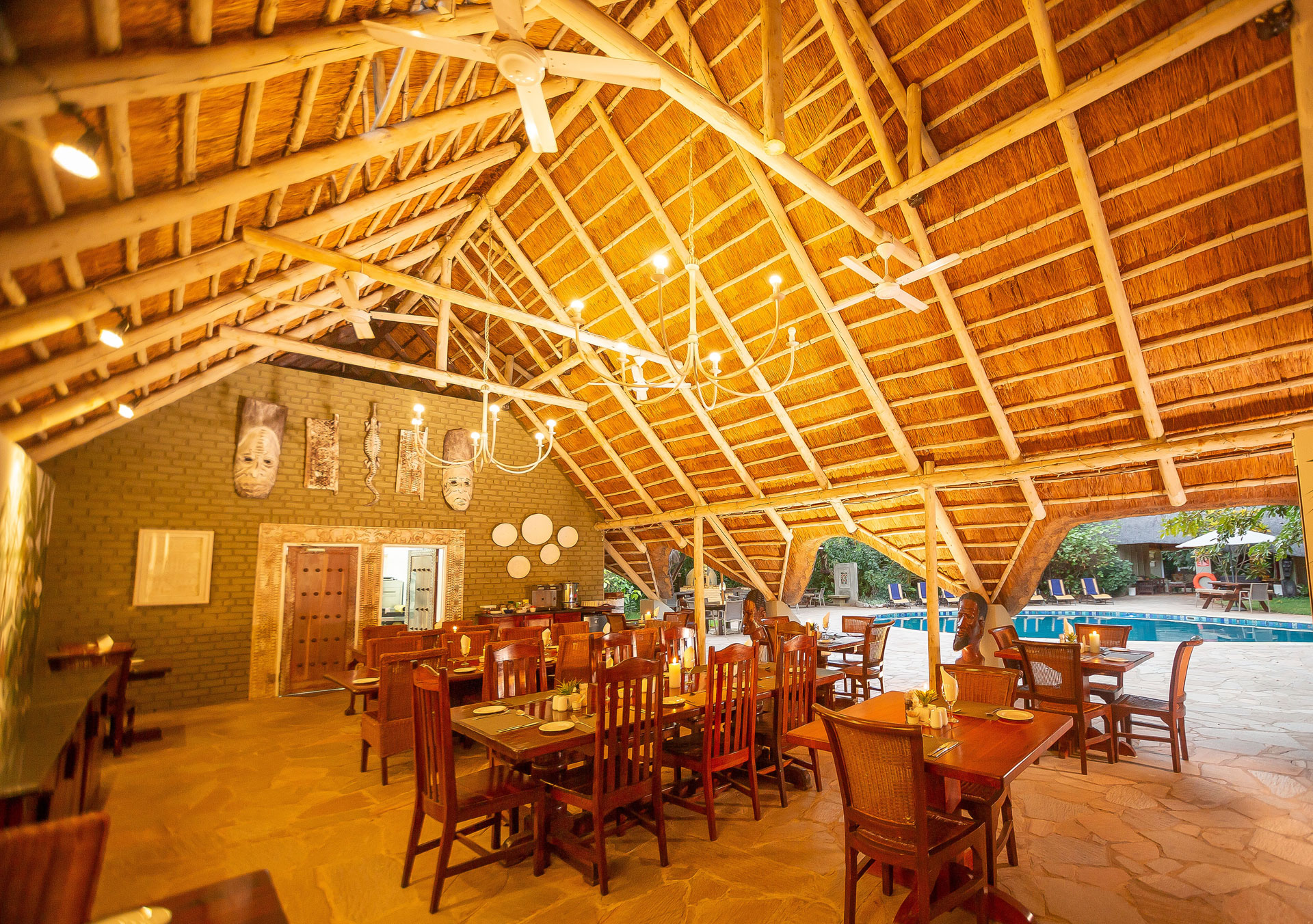 Bayete-Guest-Lodge-Dining